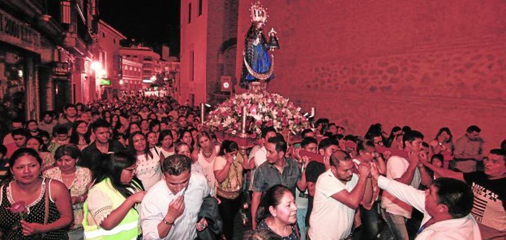 La comunidad ecuatoriana se entrega a 'La Churonita'