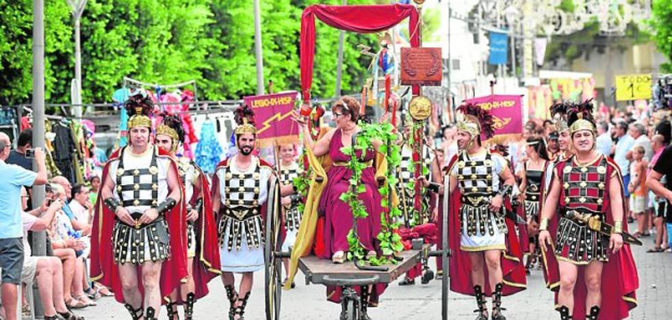 Ninfas y gladiadores en el desfile Íbero-Romano de Fortuna