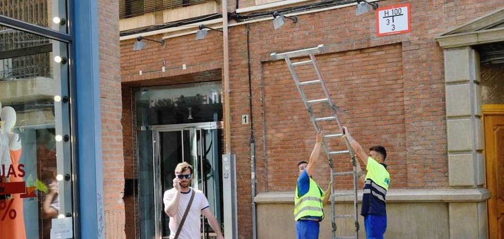 Señalizan los más de mil hidrantes de bomberos en Murcia