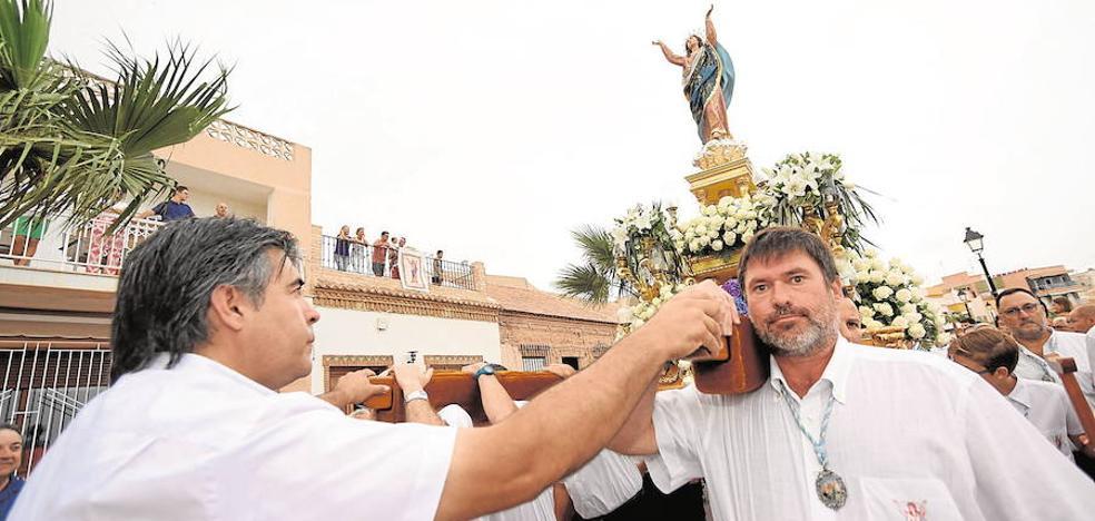 Un mar de estelas para la Asunción