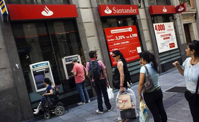 Los bancos españoles son los que más hacen esperar a sus clientes