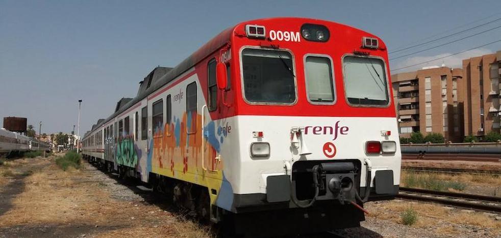 Identificados dos jóvenes que hacían grafitis en vagones de tren en la estación del Carmen
