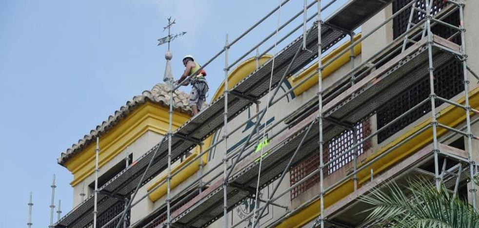 Restauración de las cornisas de la iglesia de Las Claras