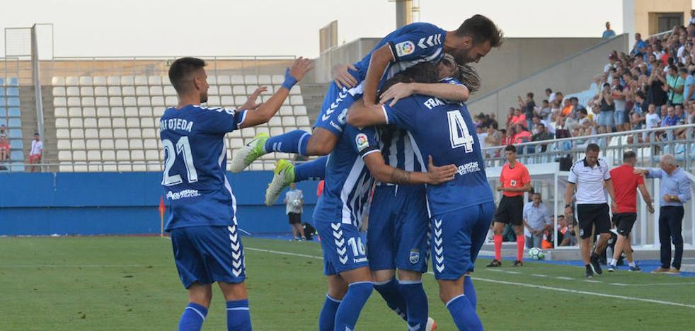 El Lorca debuta en Segunda con victoria (2-0)