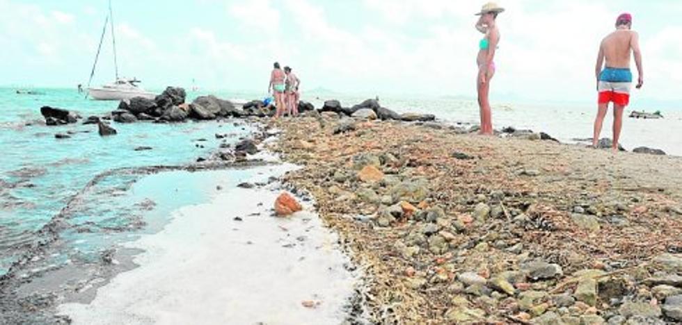 Espuma en la playa de Las Salinas