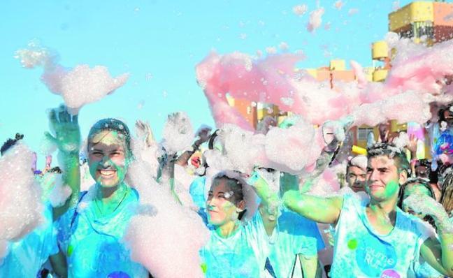 La carrera de espuma reúne a 1.700 atletas