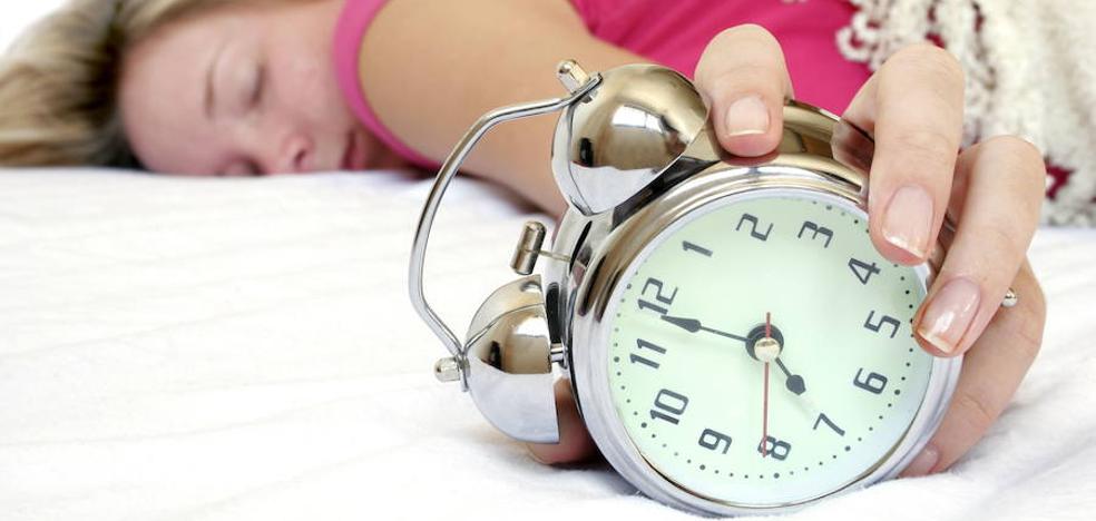 Los españoles duermen menos de las 8 horas recomendadas, según un estudio de la UMU