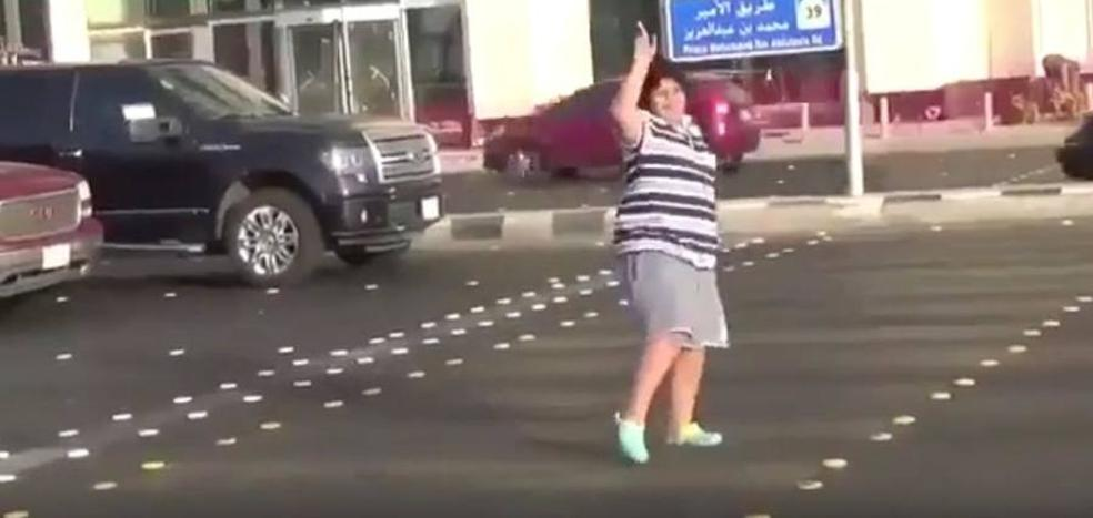 Esto es lo que le pasó a un turista que bailó 'La Macarena' en Arabia Saudí