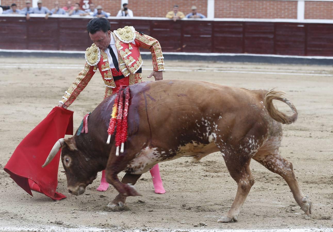 Resultado de imagen para Ortega Cano se retira del toreo cortando dos orejas