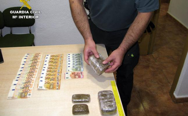 Pillan 'in fraganti' a dos presuntos traficantes de droga en Jumilla