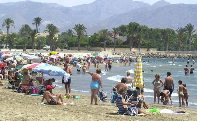 Muere una anciana mientras se bañaba en la playa de Rihuete en Mazarrón