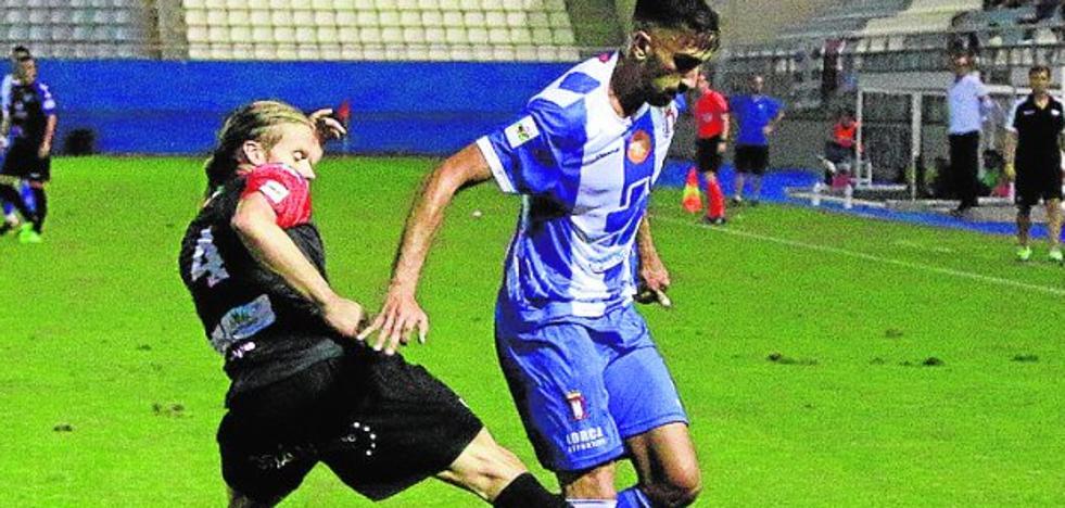 El Lorca Deportiva quiere sacar la cabeza