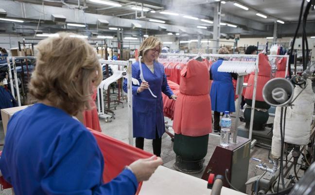 La exportación de ropa murciana se duplica con la temporada de verano