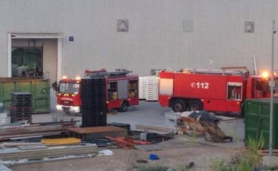 Arde una máquina en el recinto de Golosinas Vidal y provoca un pequeño incendio