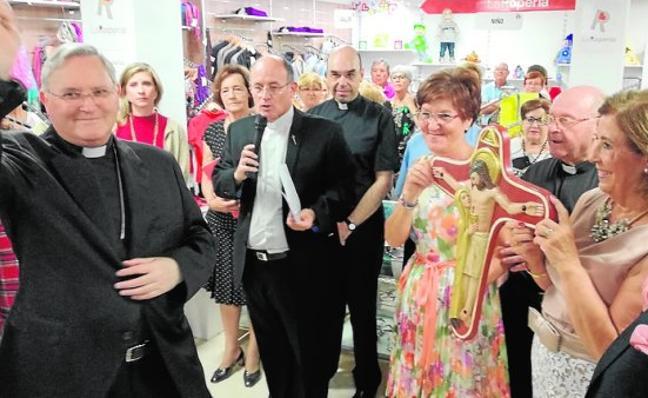 Cáritas abre en el municipio su octava tienda de ropa usada