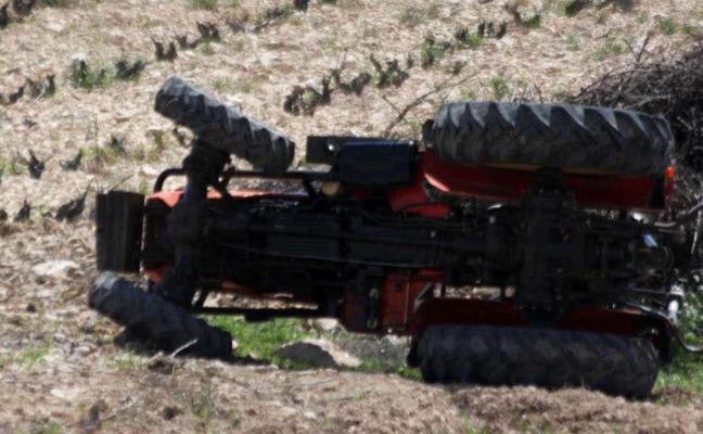 Fallece tras chocar su tractor contra una chapa metálica en Jumilla
