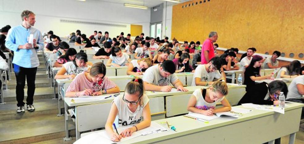 Casi 1.500 alumnos intentan aprobar este mes el acceso a la universidad