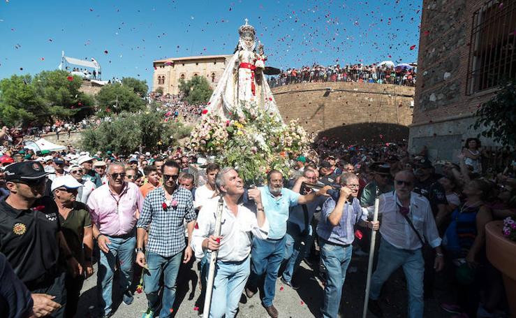 La Fuensanta llega a su santuario acompañada por cientos de miles de murcianos