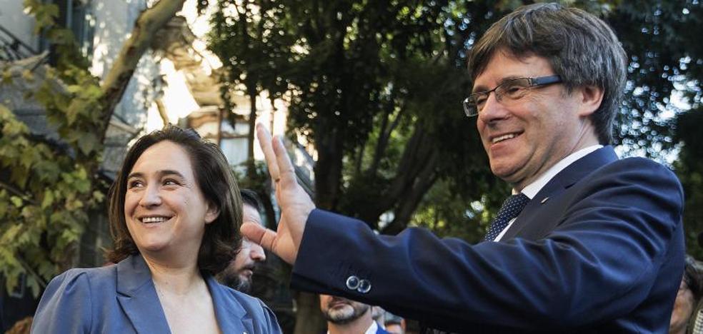 Colau y Puigdemont llegan a un pacto para el referéndum