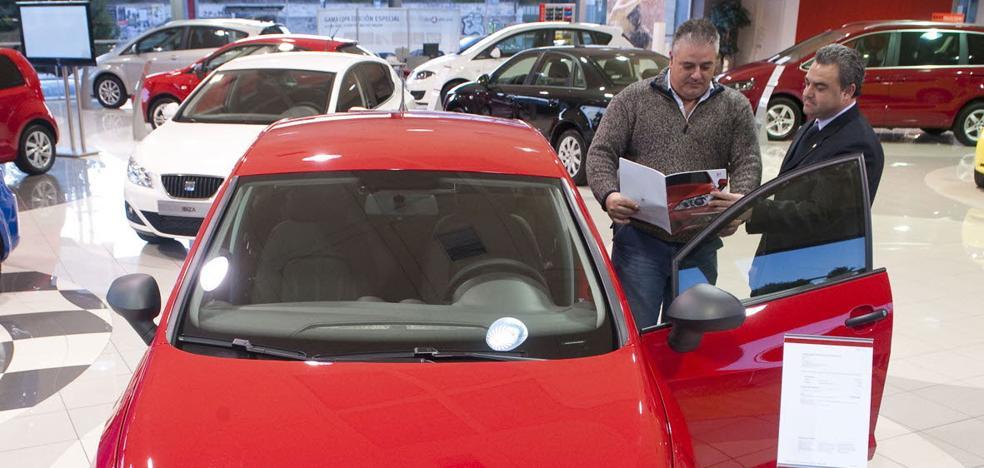 Bajan las ventas de coches diesel y suben en gasolina, eléctricos e híbridos en la Región