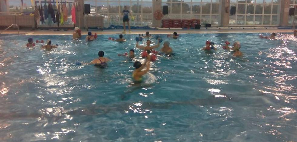 Cerca de 40 personas disfrutan del deporte popular en medio acuático en los Juegos Deportivos del Guadalentín