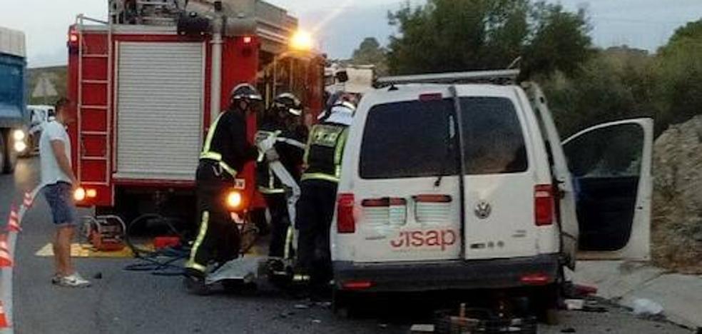 Herido grave tras chocar contra un camión en Lorca