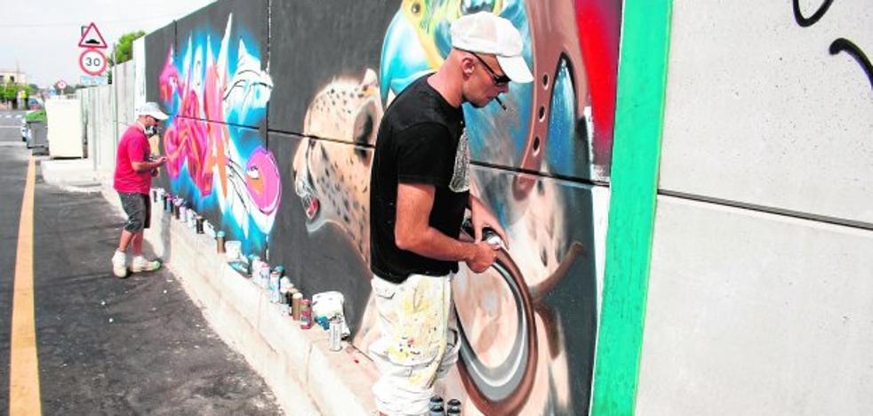Nonduermas estrena un grafiti en la orilla de la vía