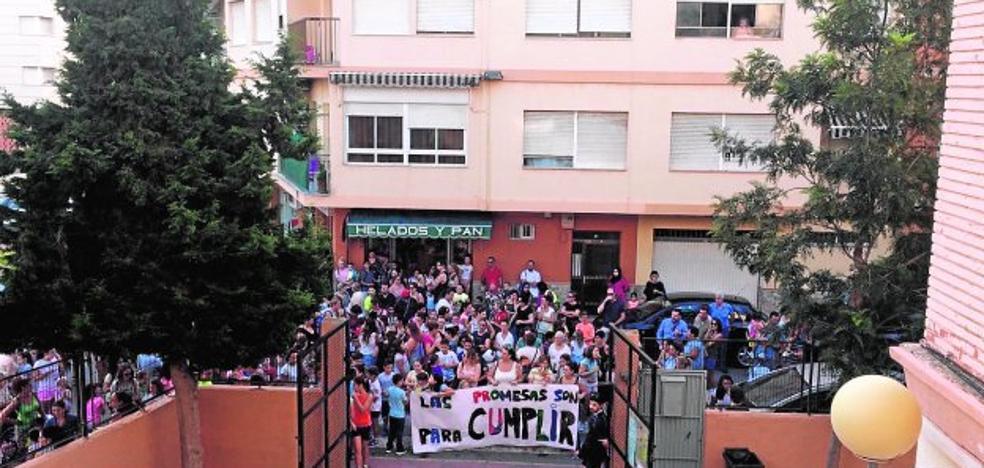 Plante en el colegio Mediterráneo para exigir a Educación el calendario de obras