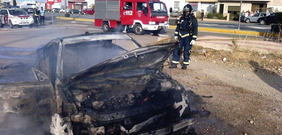 Arde un deportivo biplaza en Puerto Lumbreras