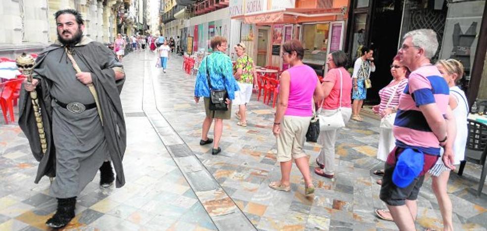 Tres cruceros dejan 7.800 turistas este fin de semana