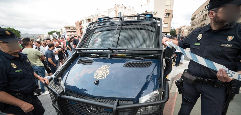 Dos detenidos por la brutal agresión de ultras de izquierda a dos policías y dos jóvenes