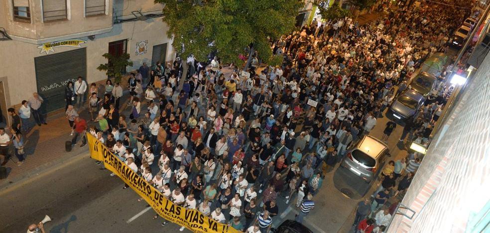 Multitudinaria manifestación en el quinto día de protestas contra el muro del AVE