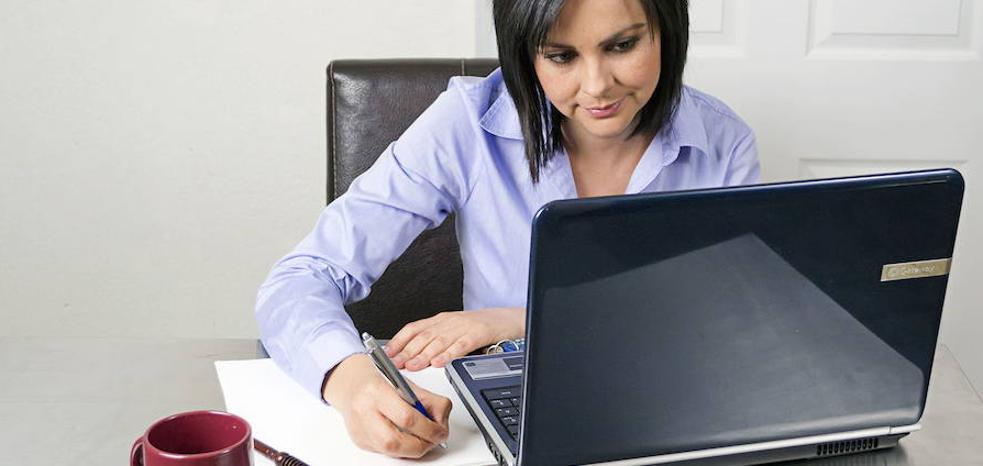El mercado laboral gana 33 trabajadoras cada día y se sitúa en niveles de 2009