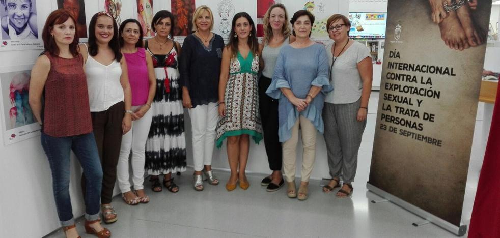 La Consejería de Familia organiza una exposición contra la mutilación genital femenina