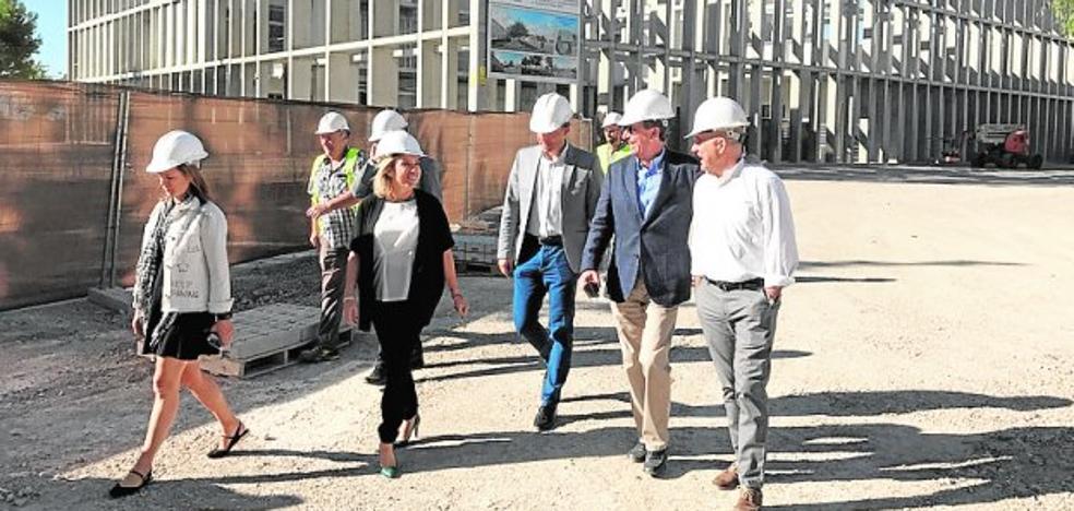 La consejera pide «paciencia» con las obras en los IES Ibáñez y Ros Giner