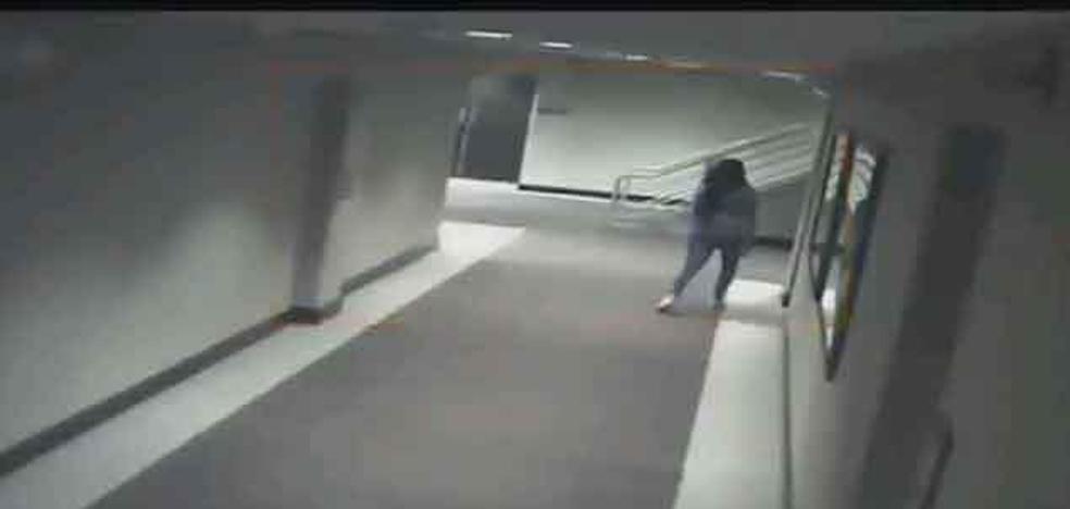 Los misterios de la muerte de una joven encontrada dentro del congelador de un hotel