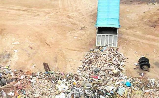 La Policía destapa otras dos escombreras clandestinas y ocho siguen su expansión