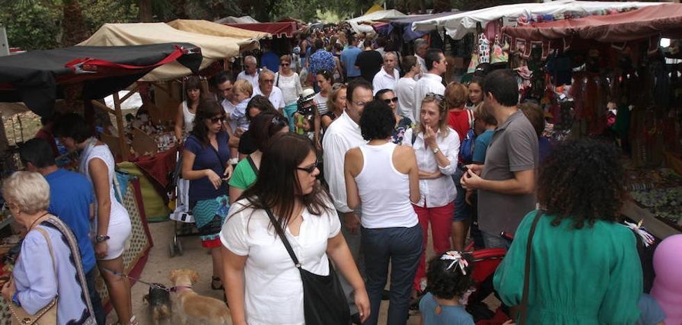 Ochenta artesanos abren sus puestos en el mercado de época del Parque de la Rambla