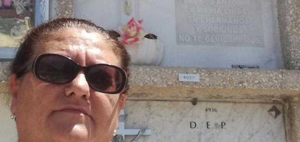 Pide que abran una tumba para demostrar que ella está viva