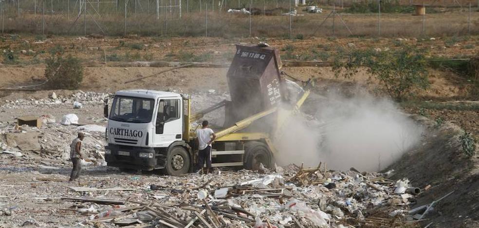 Podemos y Ciudadanos exigen poner coto a las escombreras clandestinas