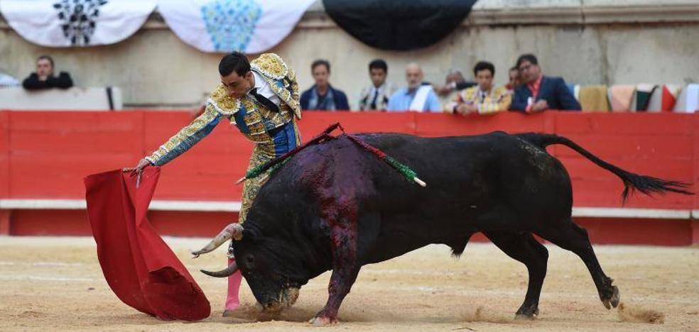 El diestro lorquino Paco Ureña indulta un toro en Talavera y sale a hombros en Vera