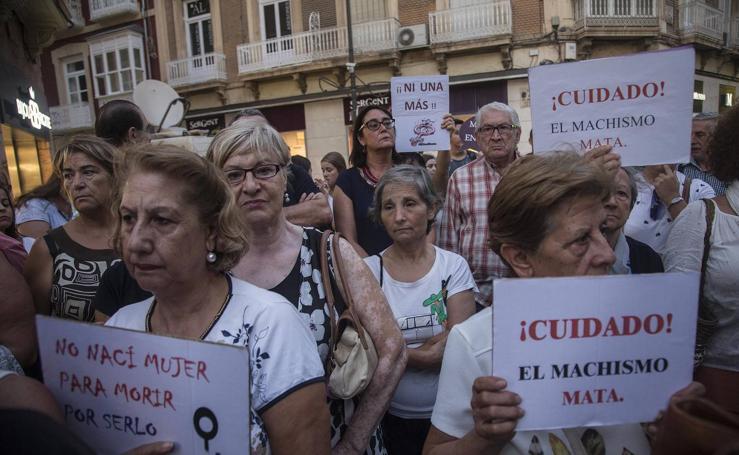 Doscientas personas protestan contra la violencia machista en Cartagena