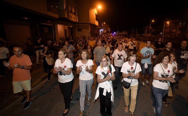 La protesta por el soterramiento corta el tráfico en Ronda Sur