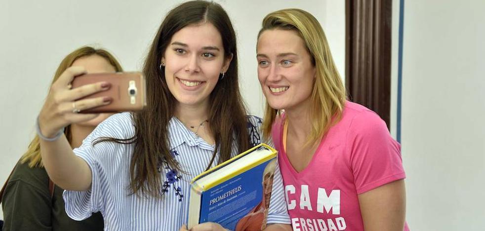 Mireia Belmonte: «Me gustaría conocer Murcia un poco más; siempre vengo escopeteada a las clases»