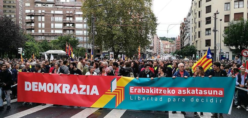 PNV y EH Bildu marchan juntos por el referéndum en Bilbao