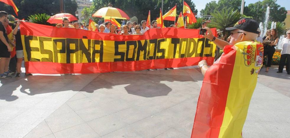 Miles de vecinos de distintos municipios de la Región salen a la calle por «la unidad de España»