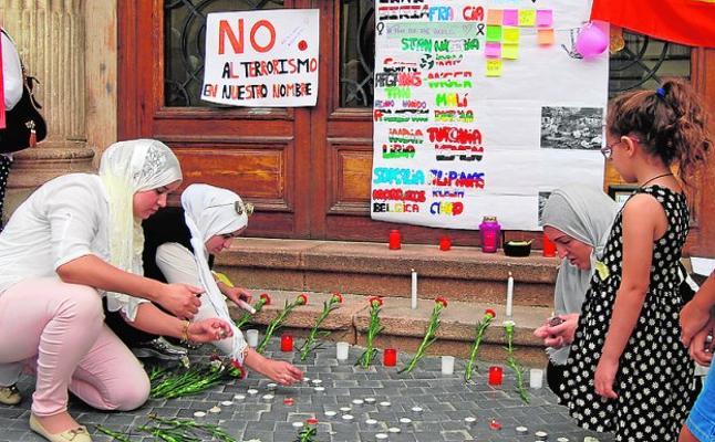 Diálogo y flores frente al odio