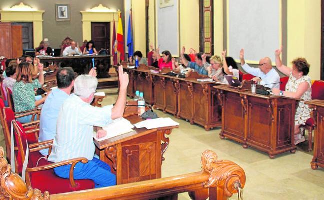 Una moción a favor de la Guardia Civil y la Policía Nacional 'enciende' el Pleno