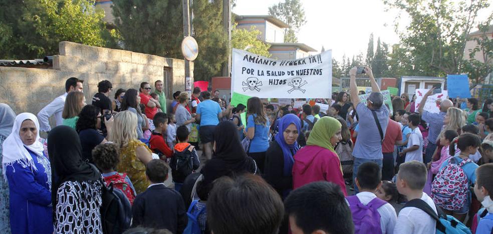 Los recortes en profesores de educación especial desatan protestas de los padres