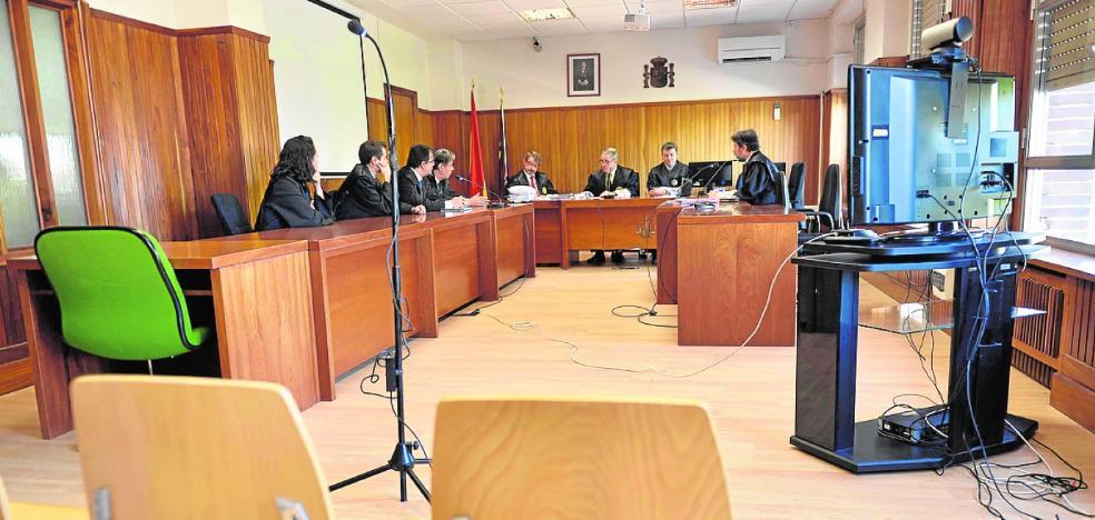 Ni los acusados ni las víctimas del club Topacio acuden a la Audiencia
